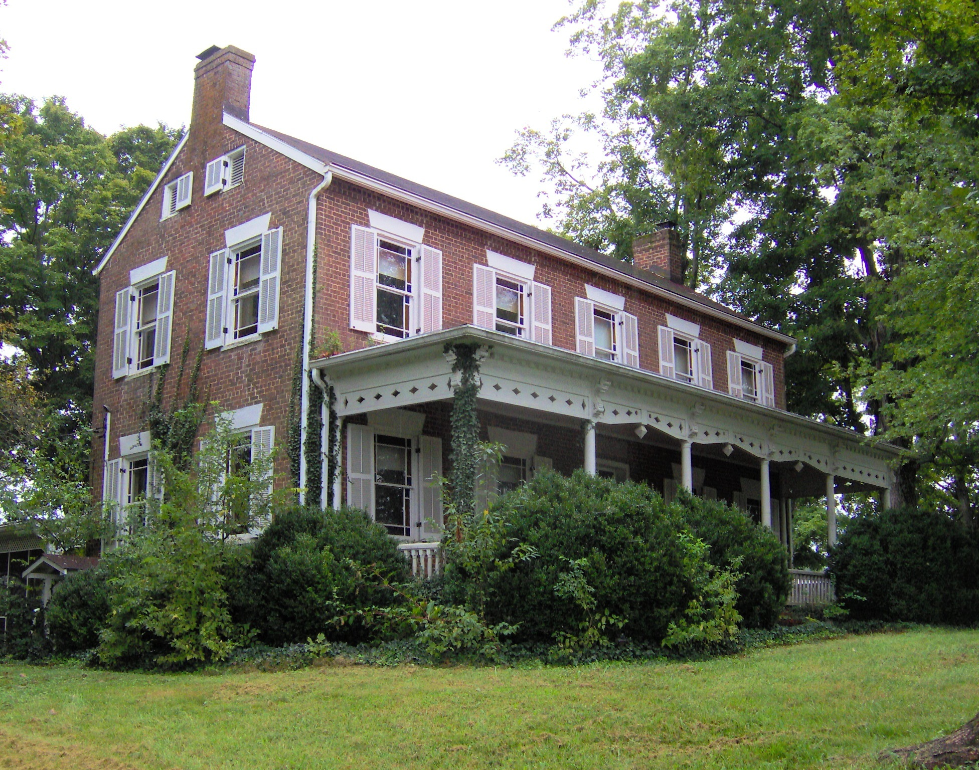 photo shows the front of the wheatland plantation home