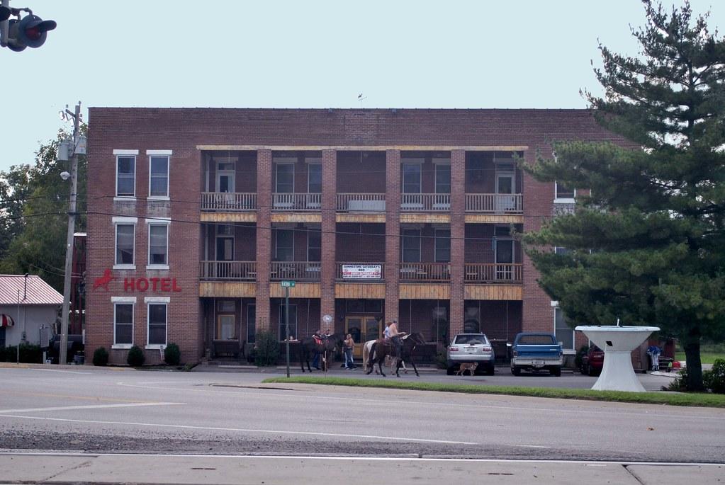 Walking Horse Hotel - Photo